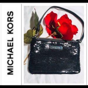 Michael Kors wristlet 🌹